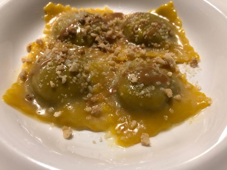 Ravioli con anatra e germano, cuoricini di radicchio della Bassa Veronese e nocciole delle Langhe