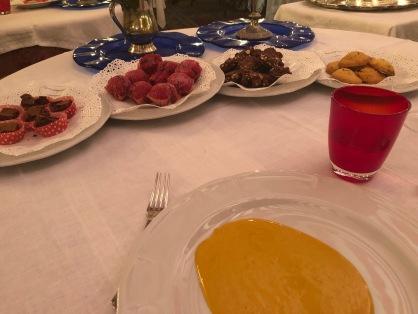 Zabaione caldo la moscato e marsala con i dolci di cultura del Vicariato di Quistello