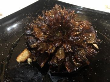 Carciofo fritto, sandwich al gorgonzola e sciroppo di zenzero