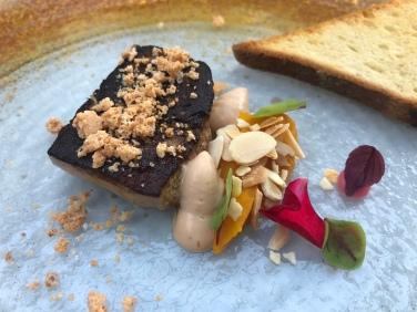 Foie gras d'oca, zucca, amaretti, mandorle e pan brioche