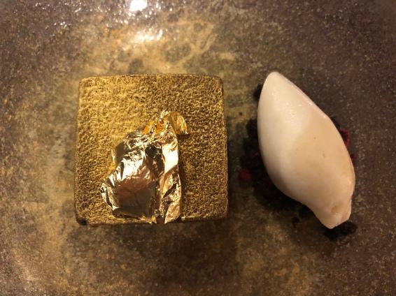Cioccolato affumicato, lampone, sorbetto alla pera e zenzero
